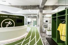 Der EM-Countdown läuft – nicht mehr lange und der Ball rollt in Frankreich. Für die passende Stimmung im Büro sorgt Teppich im coolen Fussballlook. So macht Rudelgucken Spaß! © TOUCAN-T / Benjamin A. Monn