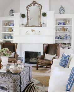 Simple Fall decor | Autumn | Blue and White Chinoiserie | Velvet pumpkins #bleandwhiteforever