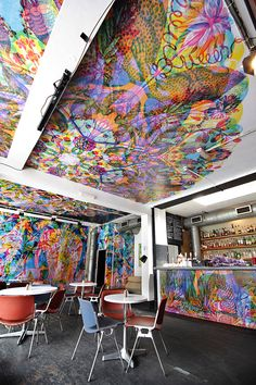 DYI pop-up or conventional retail/restaurant décor on walls and ceiling.