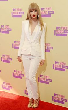 Loved Taylor Swift in a very sophisticated J. Mendel suit, with Tom Ford heels