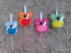 Ratón perez de fieltro - artesanum com Mouse Crafts, Felt Crafts, Diy And Crafts, Crafts For Kids, Felt Keychain, Felt Ornaments Patterns, Felt Cupcakes, Sewing Stuffed Animals, Baby Food Jars