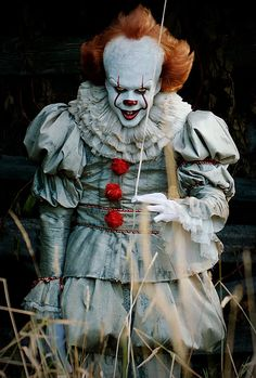 "horrorfixxx: ""It -- ref for a Pennywise look Gruseliger Clown, Creepy Clown, Scary Movies, Horror Movies, Der Joker, Image Film, Simpsons, Pennywise The Dancing Clown, Kino Film"