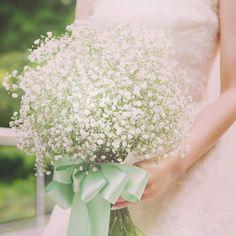 丸くて可愛い形から、三日月型まで♡可愛すぎる花嫁ブーケの形別タイプまとめ♩にて紹介している画像