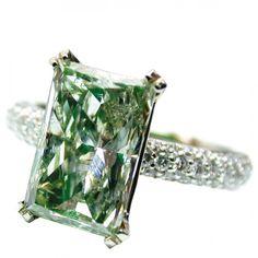 Ring by Nice Diamonds