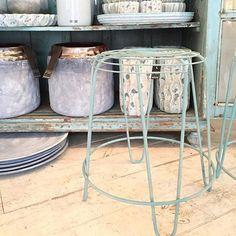 Wauw voor blauw!! #kruk #vaas #ptmd #viacannellacuijk #woonwinkel #inspiratie #shoppen #interieur #schaal #decoratie #meubels