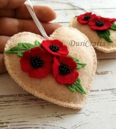 Floral Heart ornament with Red Poppies – Folt Bolt Shop