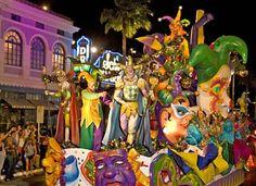 Toda primavera, a #UniversalStudiosFlorida celebra o espírito do Big Easy com uma super celebração do Mardi Gras fora de Nova Orleans, que apresenta nomes de top artistas e bandas, um desfile cheio de carros alegóricos muito bem elaborados.#Universal #Madigras