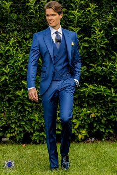 Traje italiano a medida azul royal con solapa clásica, dos botones madre perla, cerillera y dos aberturas. Tejido fresco mixto lana. Traje de novio 1731 Colección Gentleman Ottavio Nuccio Gala.