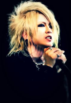 Ruki i saw a clip of this video with him and Uruha doing fanservise
