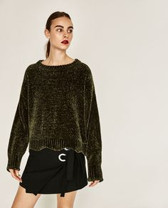 Discover the new ZARA collection online. The latest trends for Woman, Man, Kids and next season's ad campaigns. Knit Fashion, Girl Fashion, Crochet Pullover Pattern, Pull Court, Casual T Shirts, Pulls, Knitwear, Latest Trends, Ready To Wear