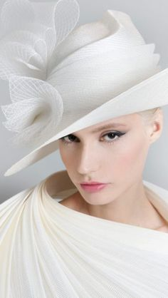 Galleries of haute couture and ready to wear hat collections and handbags. Fancy Hats, Cool Hats, Philip Treacy Hats, Fascinator Hats, Fascinators, Headpieces, Types Of Hats, Crazy Hats, Stylish Hats