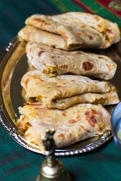 Puran Poli Recipe-Sweet Indian Flat Bread Puran Poli is a traditional type of Indian sweet flatbread in the states of Maharashtra, Gujarat, and Goa Indian Dessert Recipes, Indian Sweets, Indian Snacks, Asian Recipes, Sweet Recipes, Easy Recipes, Puran Poli Recipes, Indian Flat Bread, Curry