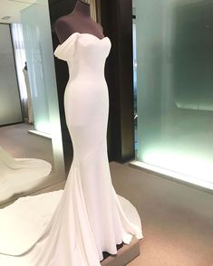 White wedding dress. All brides want to find themselves having the perfect wedding, but for this they require the best bridal gown, with the bridesmaid's outfits actually complimenting the brides-to-be dress. The following are a variety of ideas on wedding dresses.