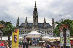 Bécs+egyik+legnagyobb+piaca,+kulturális+és+kulináris+központja+a+Városháza+előtti+hatalmas+tér,+ami+az+évszakok+változását+követve+formálódik+hol+karácsonyi+vásárból+jégpályává,+hol+Stájerországot+ünneplő,+tavaszi+fesztiválból+óriási+nyáresti+kertmozivá. A+rendezvényeken+az+osztrák+és+nemzetközi… Barcelona Cathedral, Building, Buildings, Construction