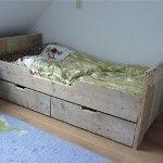 Bedbank met laden maken, kinderbed van steigerhout.