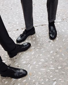 Dubai Travel Guide, Tassel Loafers, Kinds Of Shoes, Classic Man, Gentleman Style, Modern Man, Look Cool, Me Too Shoes, All Black Sneakers