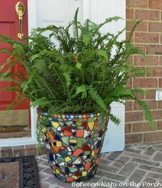 Beautiful Mosaic Planter for the Front Porch Mosaic Planter forthe Front Porch Mosaic Planters, Mosaic Garden Art, Mosaic Tile Art, Mosaic Flower Pots, Mosaic Crafts, Mosaic Projects, Garden Projects, Mosaic Glass, Mosaics