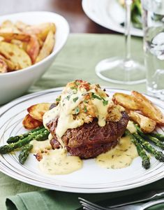 Stuffed Filet Mignon Oscar with Crabmeat Filling Dinner Beef – Dinner Recipes Steak Toppings, Meat Recipes, Cooking Recipes, Gourmet Dinner Recipes, Chicken Recipes, Recipies, Oscar Food, Filet Mignon Steak, Party Desserts