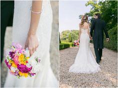 Brautpaarshooting, Brautstrauß, Hochzeitskleid, Detail, Brautpaar, Anzug, Hemd, Fliege, Brautkleid: Pronovias, Schloss Miel, Foto: Violeta Pelivan