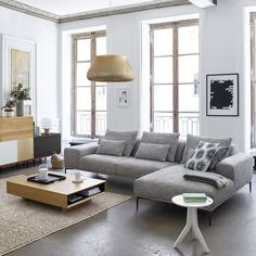 salon avec carrelage gris, mur gris-beige - allié à un canapé gris ...