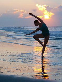 bailarina de ballet en la playa - Buscar con Google