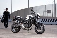 BMW F 800 R - Sleek streetfighter bike