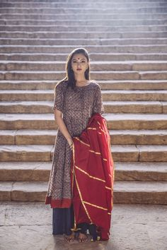 It is the creative dream of a young Indian designer Shaila Khubchandani and it embraces the appreciati India Fashion, Ethnic Fashion, Asian Fashion, Women's Fashion, Indian Look, Indian Ethnic Wear, Indian Dresses, Indian Outfits, Desi Clothes