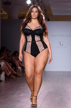 Plus-Size ashley graham ate takeaway before strutting her stuff in lingerie Summer Fashion For Teens, Womens Fashion Casual Summer, Curvy Women Fashion, Womens Fashion For Work, Plus Size Fashion, Ashley Graham, Plus Size Model, Casual Chic Style, Dresses For Teens
