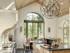 1-îlot-de-cuisine-en-bois-clair-pour-la-cuisine-avec-lustre-en-fer-forgé-et-sol-en-carrelage=gris