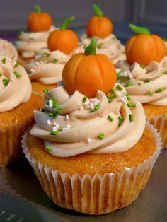 Pumpkin Cupcake Decorations. Great for Halloween or Fall events. #cupcakes #party