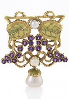 An Art Nouveau 18 karat gold and plique-à-jour enamel brooch with diamond, amethysts and pearls by Louis Zorra. The brooch set with an old mine-cut diamond, 21 round bezel set amethysts, suspending an enamel capped pearl, mounted in gold. Circa 1900. #Zorra #ArtNouveau #brooch