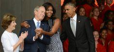 Ce câlin entre Michelle Obama et George W. Bush est un havre de paix et d'affection perdu au milieu d'une campagne électorale brutale.