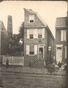 HALF HOUSES - Front Street at Christian - Historical Images of Philadelphia - these were frequent in the Old City and were built as both space and money savers. Philadelphia History, Historic Philadelphia, Local History, Family History, Wilderness Survival, Historical Pictures, Ocean City, Old City, Beautiful Buildings
