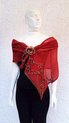 Scarf wrap shoulder with pin Diy Fashion, Ideias Fashion, Fashion Dresses, Womens Fashion, Fashion Tips, Fashion Design, Ways To Wear A Scarf, How To Wear Scarves, Filipiniana Dress