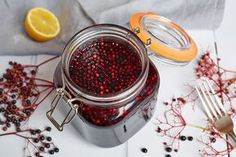 11 Of The Best Infused Gin Recipes - Great British Chefs Strawberry Gin, Raspberry Gin, Elderberry Recipes, Elderberry Syrup, Gooseberry Gin, Blueberry Gin, Blackberry, Fruit Gin, Schnapps