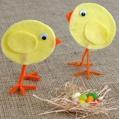 Easter Chicks Crafts, Easter school crafts, Easter table decor, school #2014 #Easter #Day #home #decor #DIY #crafts #ideas www.loveitsomuch.com