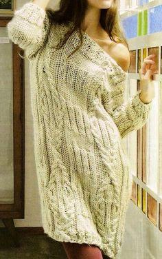 Интересный вариант - платье-свитер с широким вырезом.
