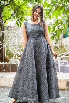 Fashion tops blouse - Beat the Heat with Linen Sarees Indian Gowns Dresses, Indian Fashion Dresses, Dress Indian Style, Indian Designer Outfits, Long Dress Design, Dress Neck Designs, Designs For Dresses, Designer Party Wear Dresses, Kurti Designs Party Wear
