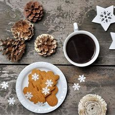 Dzień dobry z rana   #christmasdecorations #christmasmorning #coffee #coffeeaddict #coffeeandseasons #coffeetime #gingerbreads #still_life_gallery #stilllife #nothingisordinary_ #nothingisordinary #simplethingsinlife #simple #simplyme #simplicity #kawazrana #dziendobry #saturday #sobota #saturdaymorning #christmasmood #tv_living
