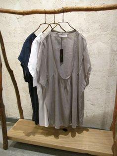 Light weight U-neck blouse - Toolz