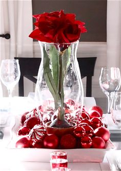 Elegant Red Christmas Centerpiece - Christmas Centerpieces with Candles - Christmas Decorations, Christmas Centerpieces, DIY Christmas Decor, Christmas Tree Decor Christmas Decorations Dinner Table, Centerpiece Christmas, Christmas Vases, Christmas Table Settings, Centerpiece Decorations, Valentines Day Decorations, Simple Christmas, Beautiful Christmas, Red Christmas