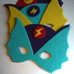 Masque de super heros  http://www.petitkarel.com/diy-masque-super-heros/