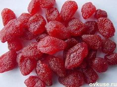 Incredibly delicious treats from dried strawberries Strawberry Fruit, Strawberry Recipes, Candied Strawberries Recipe, Dried Strawberries, Candy Recipes, Dessert Recipes, Enjoy Your Meal, Homemade Sweets, Russian Recipes