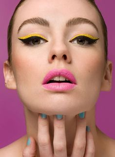 Never thought bright make-up could look so elegant. Love it!