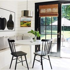 Mixing modern & traditional in the best possible way.