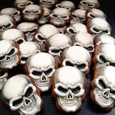 Skull Cookies | Ginger & Bread Halloween Cookies Decorated, Halloween Sugar Cookies, Halloween Desserts, Halloween Cakes, Halloween Treats, Decorated Cookies, Halloween Wishes, Halloween Party, Fondant Cookies