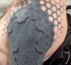 Ilusão de ótica: tatuagem 3D faz com que braços pareçam máquinas