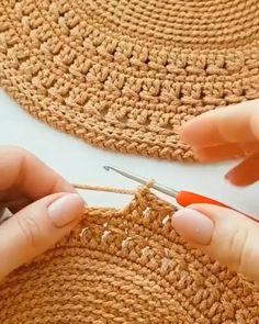 Crochet Basket Pattern, Crochet Stitches Patterns, Crochet Motif, Diy Crochet, Crochet Designs, Crochet Crafts, Crochet Doilies, Crochet Projects, Knitting Patterns
