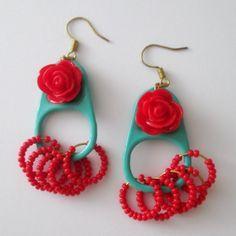 Aretes Pestañas Turquesa y rojo Materiales pestañas de latas de aluminio pintadas a mano, rosa de reina, accesorios pavonados, mostacillas c...