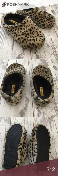 New Medium PLUSH Lazy Sunday Slippers New! And that means not worn. No, not even once. Stay in your pjs all day and enjoy the plush foam on your tired feet. Cute leopard pattern. These aren't your momma's slippers! Cute and comfortable Shoes Slippers